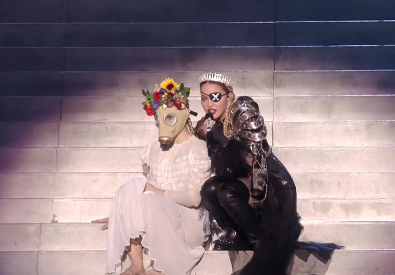 Mondhatjuk, hogy vannak véletlenek, de Madonna tavalyi produkciója nem az